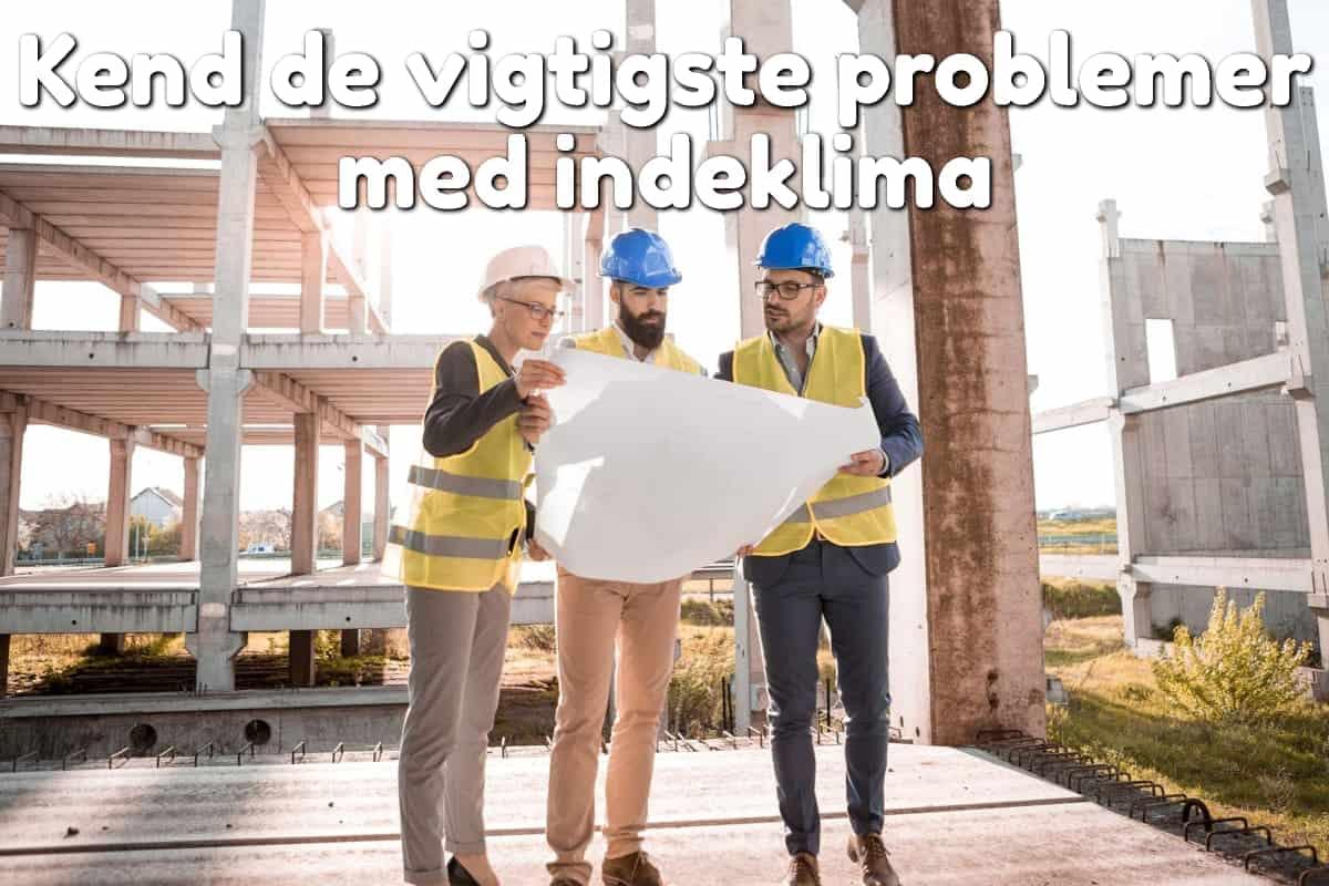 3personer kigger på arkitektplan